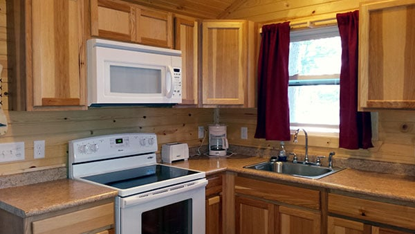 Cabin 5 (Redwood) kitchen with appliances.
