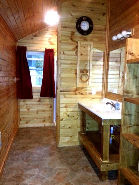 Cabin 6 (Birch) Bathroom.