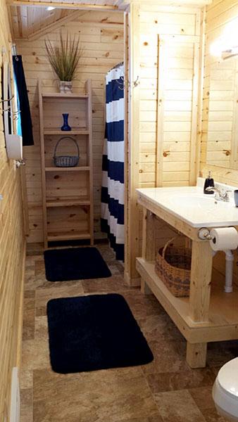 Peninsula Pines Resort Main House Bathroom.
